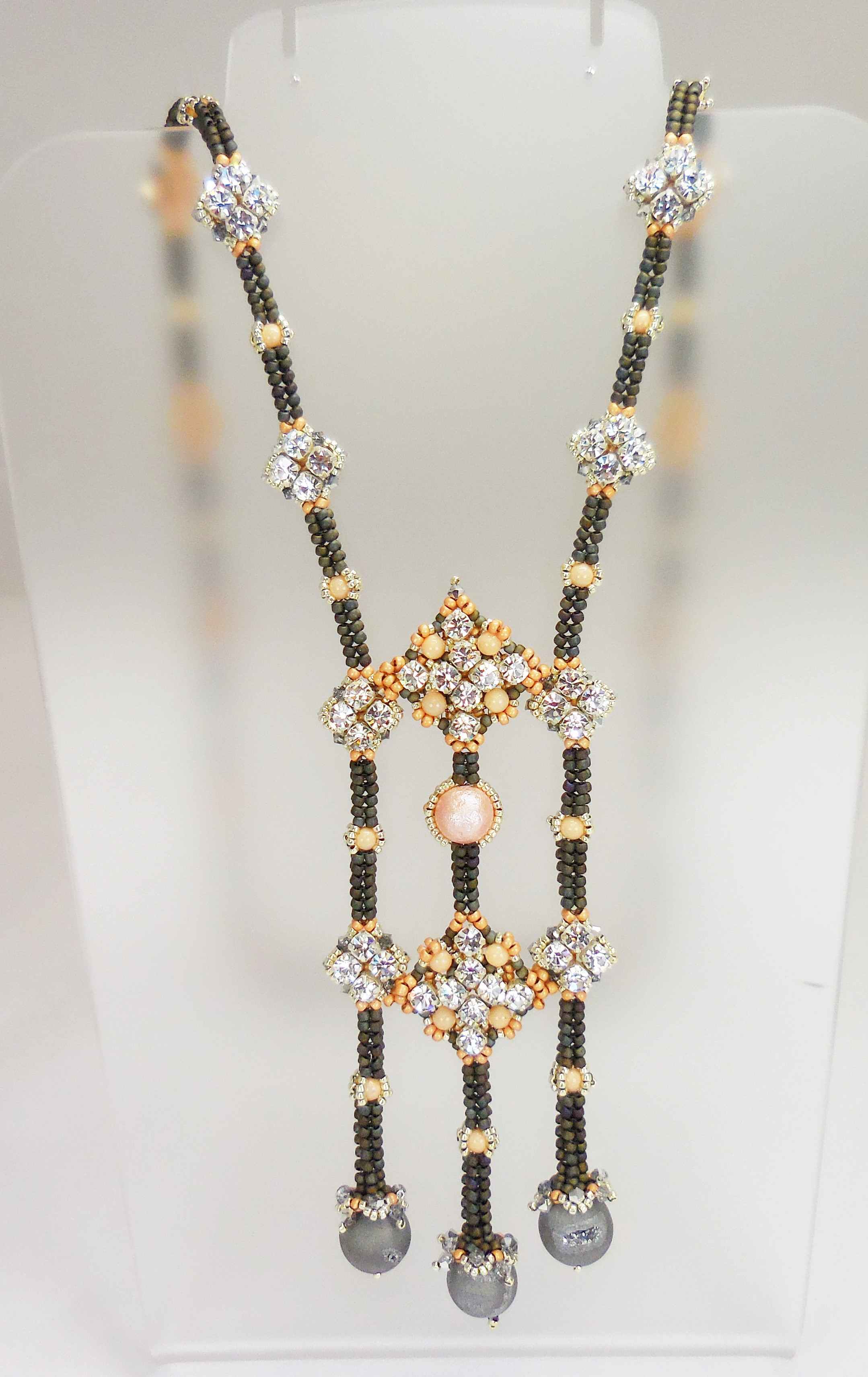 "Sign up for Jayashree Paramesha's ""Melodie"" Necklace class on August 20"